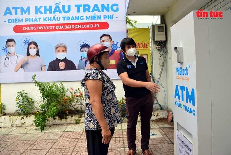 free 'face mask atm' comes into operation in hcm city hinh 8