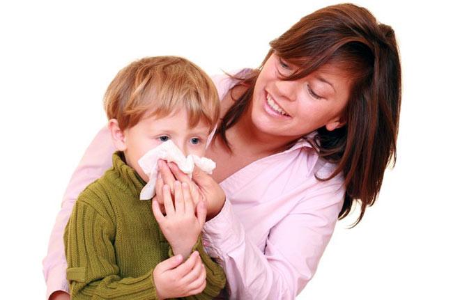 Кровотечение из носа у ребенка из-за гемофилии