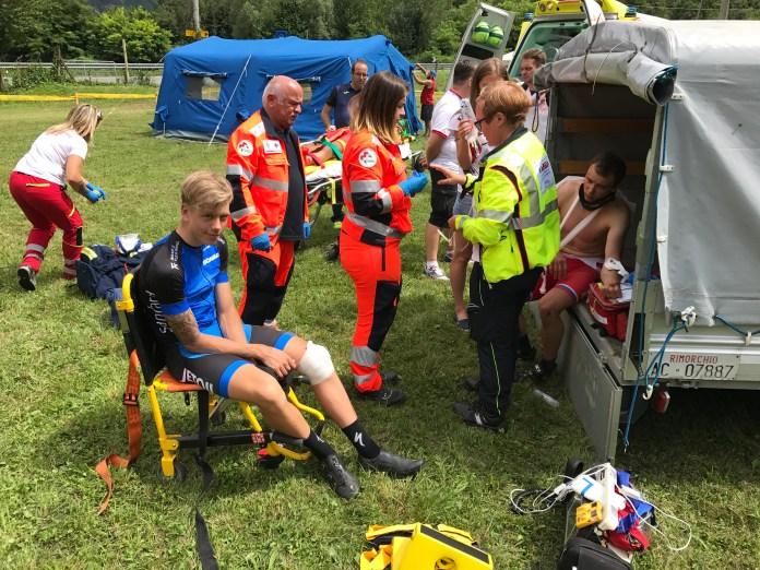 Markus pandi kohe ratastega toolile istuma ja liikuda ei tohtinud. Pane tähele pildil ka teisi haavatuid.