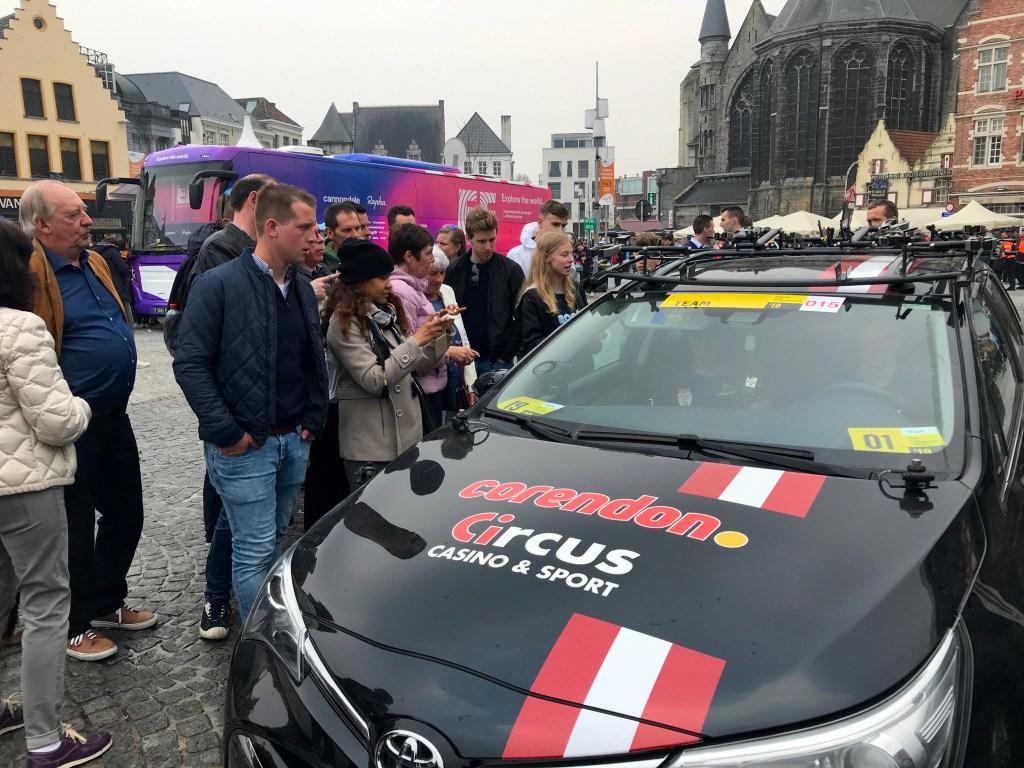 Selles autos istub Mathieu van der Poel