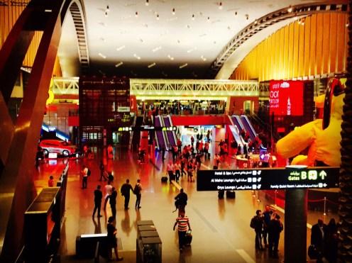 Aeroporto Doha - Saguão Colorido