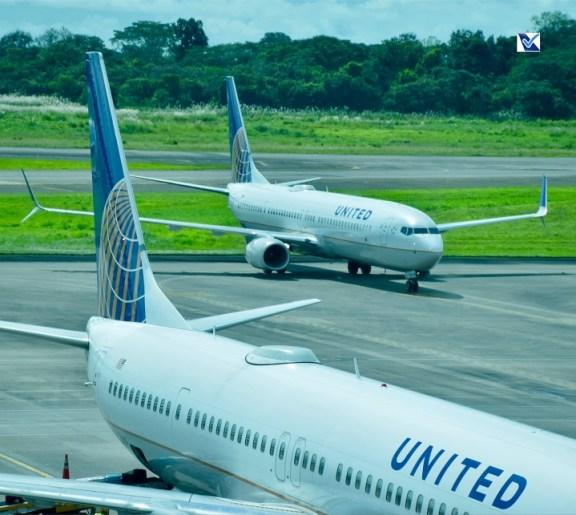 02 Boeings 737-8 da UNITED no Panamá