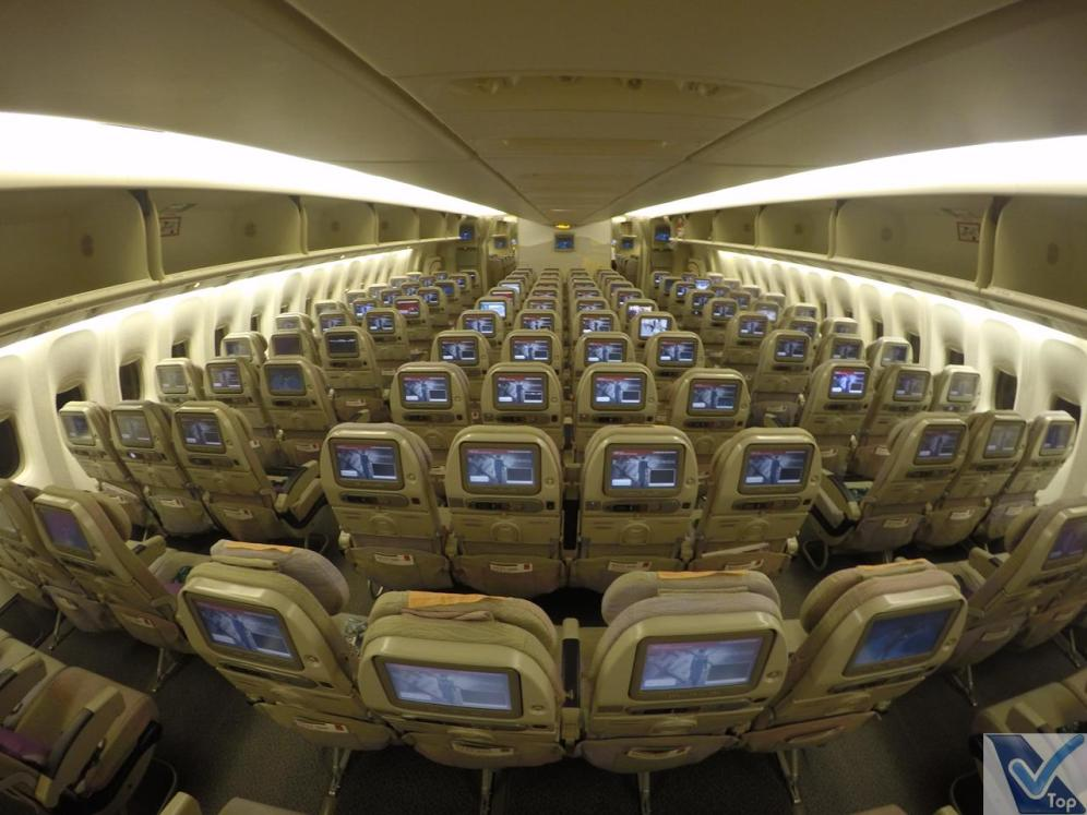 Inside-Cabine-777-Emirates-Econômica-2
