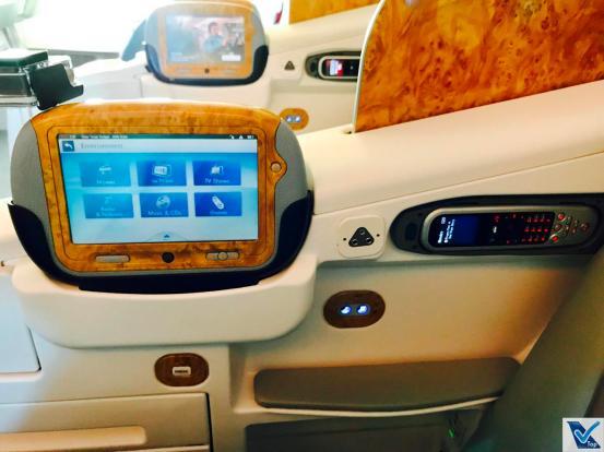 Poltrona B777 - Business Emirates - Coluna Central