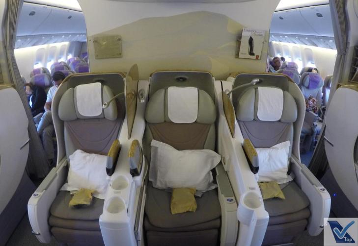 Poltronas-Centro-B777-Business-Emirates