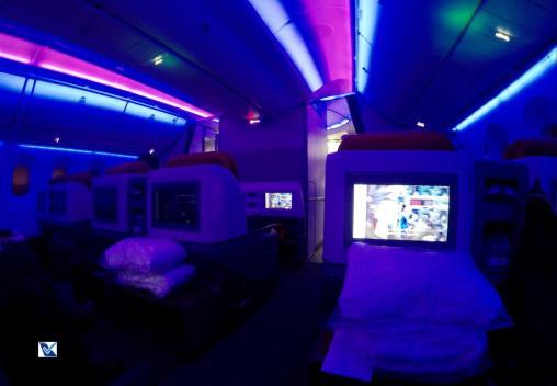 Inside - B787 - Business - LATAM - SCL AKL - Luz Azul 1