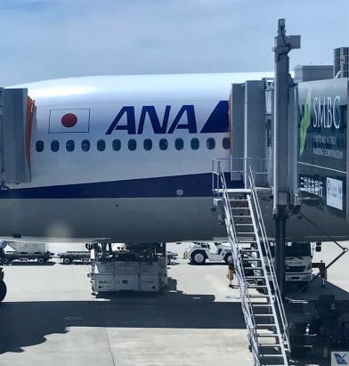 ANA - B777 - Estacionado Osaka (2)