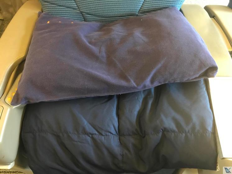 Cobertor + Travesseiro - B767 - ANA