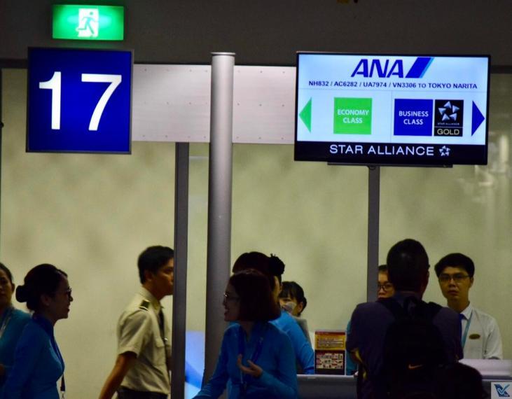 Portão 17 - Saigon - ANA com painel