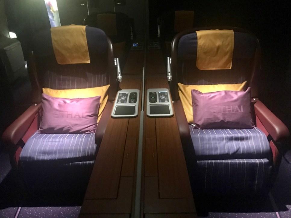 Inside Cabin - First - B747 Thai (night) 3