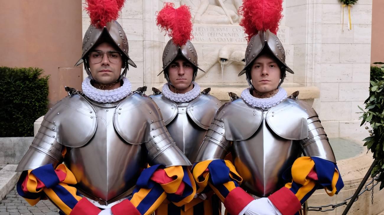 Covid, salgono a 11 le Guardie Svizzere contagiate in Vaticano