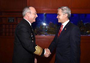 Almirante Vidal Soberón y Miguel Ángel Mancera. Foto de Gob. CDMX