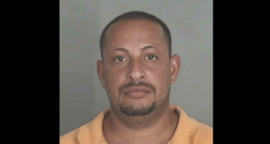 José Hiram Rosario Rodríguez alegadamente, atacó con un cuchillo a su pareja, a la hija de esta y a un tercero que trató de socorrerlas.