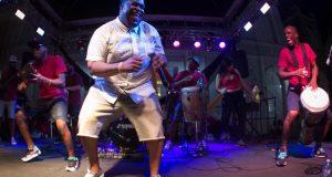 La Tribu de Abrante fusiona ritmos afrocaribeños con música urbana.