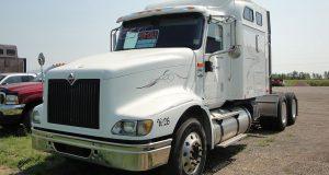 El camión blanco robado es de la camión blanco de la marca International 9000, modelo 9400 del año 2003.