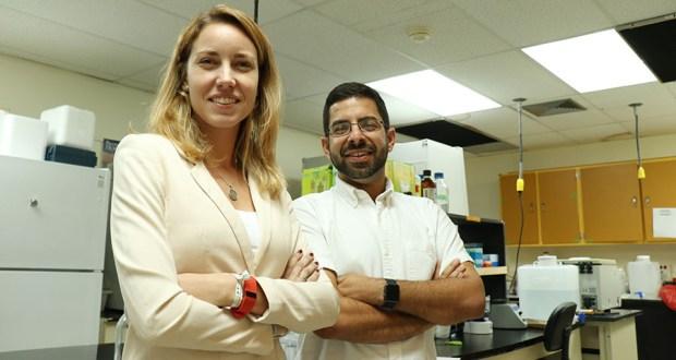 La epidemióloga Patricia Casbas Hernández y el doctor Guillermo N. Armaiz Peña investigan cómo el estrés crónico puede promover el crecimiento del cáncer de seno y ovario en la población puertorriqueña. (Voces del Sur / Pedro A. Menéndez Sanabria)