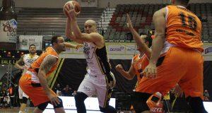 Carlos Rivera promedia 13.44 puntos, 3.72 rebotes y 5.67 asistencias por encuentro con el Fuerza Regia.
