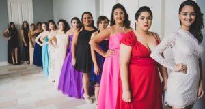 Estudiantes de duodécimo y octavo grado desfilaron los vestidos que escogieron para su gran noche.