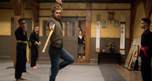 En Iron Fist, Jones interpreta a un hombre que tiene que recobrar su vida tras años perdido en una tierra lejana luego de un accidente de avión y donde aprende artes marciales.