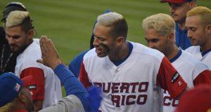 El santaisabelino Carlos Correa, al centro, ha tenido una gran demostración ofensiva y defensiva en el Clásico Mundial de Béisbol. (Facebook / Equipo Nacional Béisbol Puerto Rico)