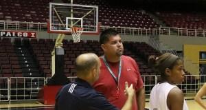 Aníbal Soto, dirigente de las Cafeteras de Yauco en el Baloncesto Superior Nacional Femenino. (Voces del Sur)