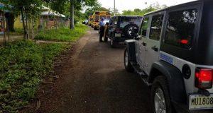 Personal del municipio de Salinas junto a la Policía se encuentra visitando la zona costera como parte de los trabajos de desalojo