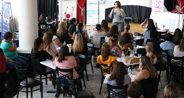 La psicóloga industrial organizacional Brenda Irizarry participó del evento de Reinventadas.