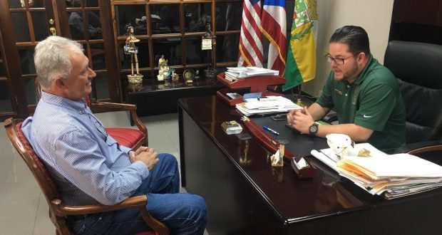 El alcalde Nelson Torres Yordán y el senador Luis Berdiel Rivera dialogaron sobre varios asuntos.