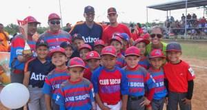 La Liga Municipal de Béisbol Infantil y Juvenil Hermanos Alomar Velázquez cuenta con 22 equipos. (Facebook / Karilyn Bonilla)