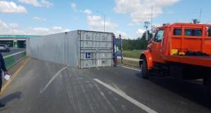 El conductor del camión no resultó lesionado, dijo la Policía. (Twitter / Policía de Puerto Rico)