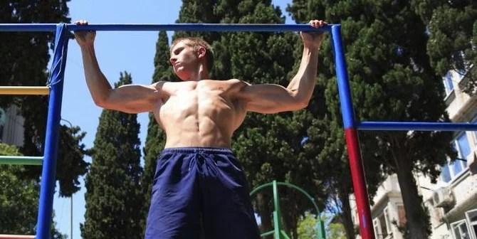 close grip of wide grip bij fitness oefeningen