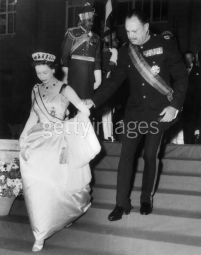 ayub-kahn-with-queen-elizabeth