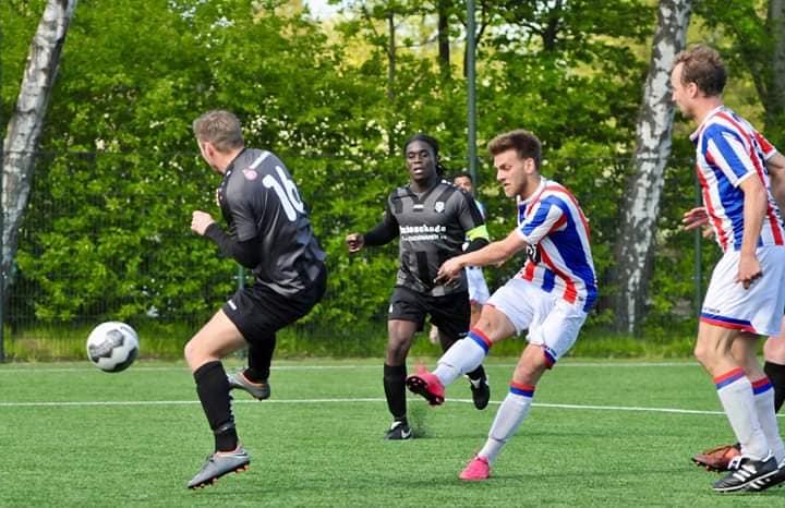 Wedstrijd des keizers baard voor FC Zaandam