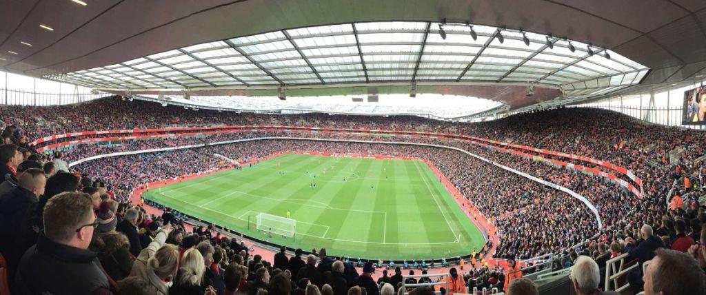 Een bomvol Emirates Stadium die het decor biedt voor een van de meest beladen voetbalderby's uit Engeland. De Noord Londen Derby is een van de populairste wedstrijden tijdens een voetbalreis naar Londen.