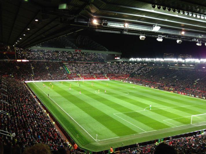 Voor en Voetbalreis naar de Premier League is Old Trafford één van de meest begeerde stadions die je kunt bezoeken. Helemaal tijdens een avond wedstrijd is het voetbalstadion magisch.