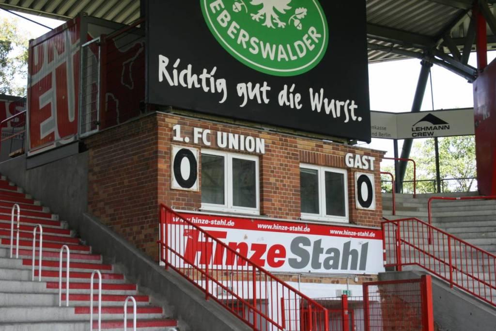 Het behouden gebleven scorebord in de hoek van het Stadion an der Alten Försterei. Een eis van de Union Berlin supporters.