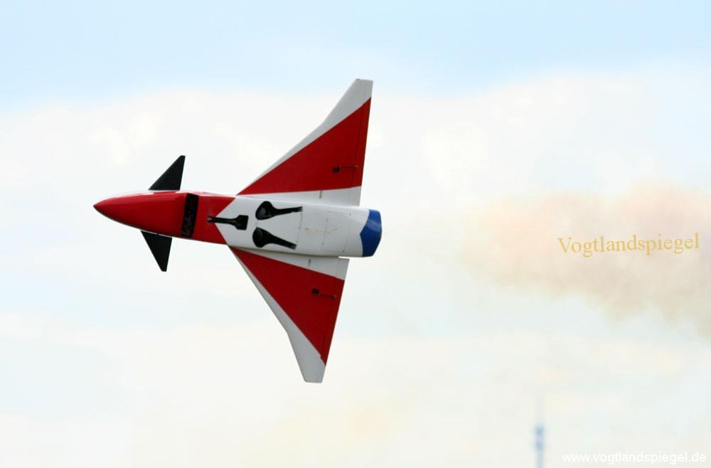 Über 2000 Besucher zur Modellflugshow auf dem Flugplatz Obergrochlitz
