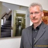 Lutz Zürnstein vor einem seiner Fotos.
