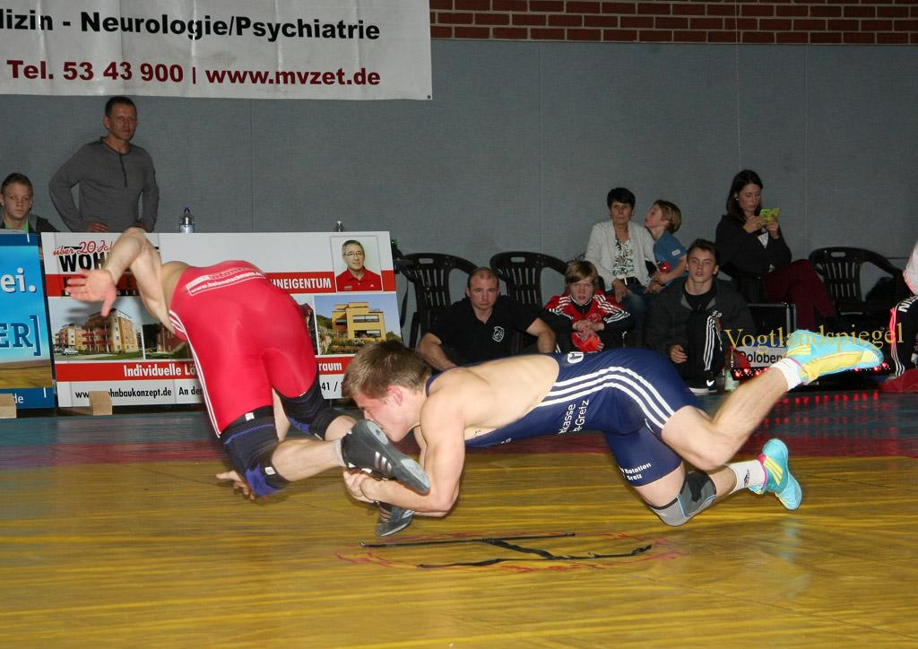 60kg Freistil Robert Lehmann,KSC Motor Jena e.V. gegen Patryk Dworczyk (blau), RSV Rotation Greiz