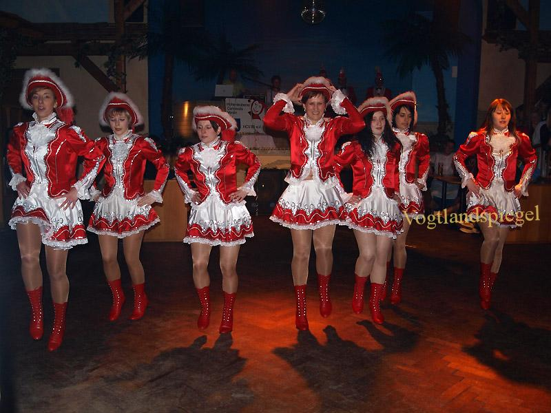 Narren des Hohenleubener Carnevals Verein 83 e.V. heizten den Gästen im Gasthof Wildetaube ein