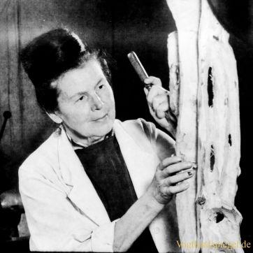 Bildhauerin Elly-Viola Nahmmacher (* 27. Mai 1913 in Gera; † 5. Mai 2000 in Kromsdorf)