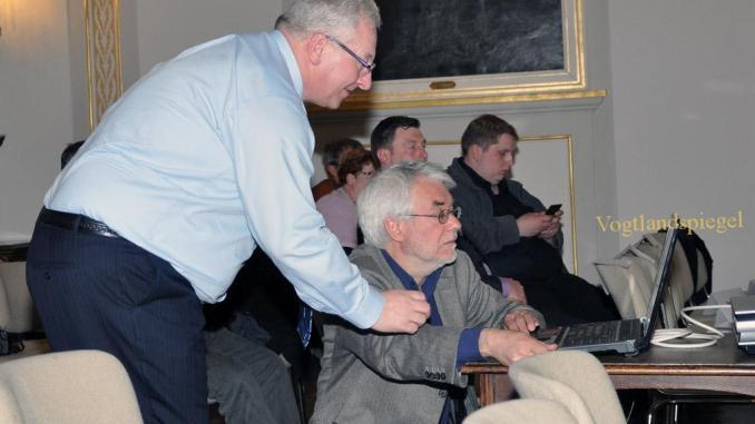 Winfried Ripp spricht im Weißen Saal des Unteren Schlosses Greiz über das Modell einer Bürgerstiftung