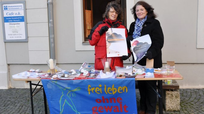 Informationstag des Frauenschutzhauses im Diakonieverein Carolinenfeld auf dem Greizer Kirchplatz