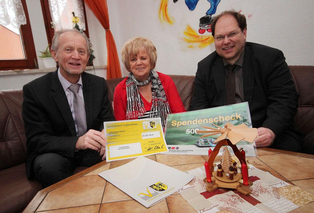 Spenden für Reichenbacher Leuchtturm-Weihnachtsfeier