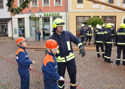 Traditionelles Maibaumstellen der Freiwilligen Feuerwehr Greiz
