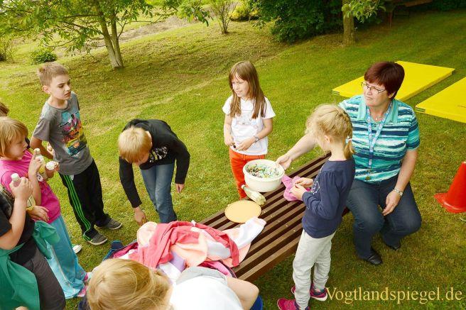 Obergrochlitzer Grundschüler feiern ausgelassen