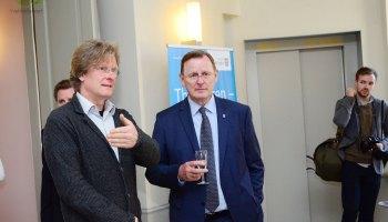 """Oberes Schloss Greiz: Thüringens Ministerpräsident eröffnet Ausstellung """"Harmonie und Dissonanz"""""""