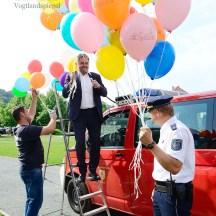 1000 Luftballons steigen über der Stadt Greiz auf