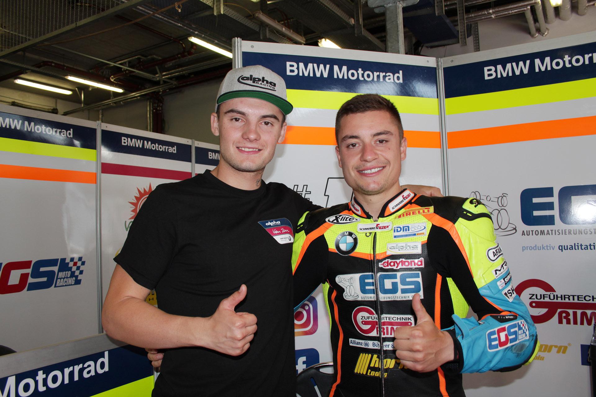 EGS-Pilot Tim Eby (rechts) mit Superbike-Meister Ilya Mikhalchik. Foto: Michael Sonnick