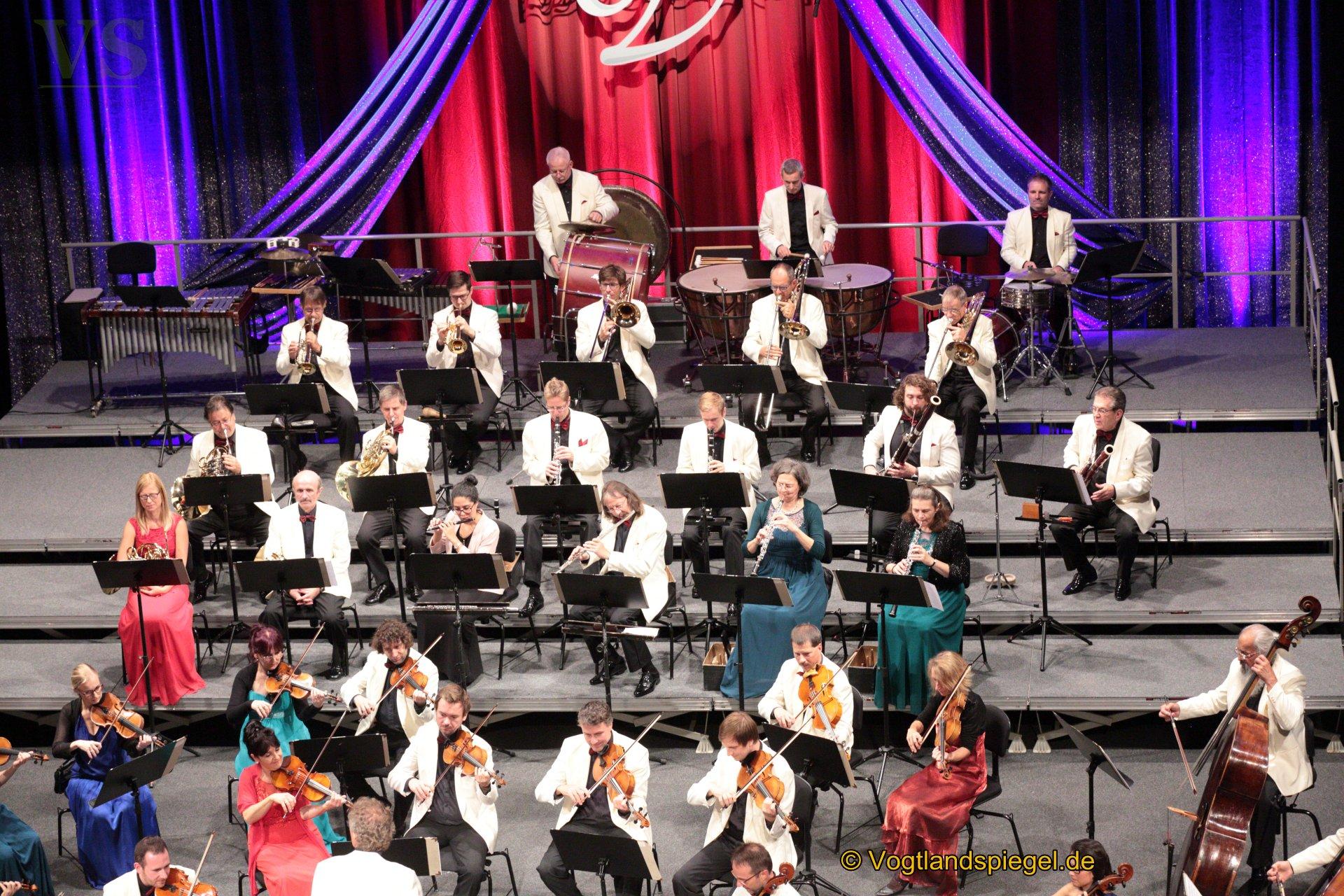 Über 350 Gäste erlebten am Mittwochnachmittag eine glanzvolle Aufführung der Vogtland Philharmonie Greiz/Reichenbach unter Leitung von GMD Stefan Fraas.